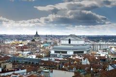 Horizonte de la ciudad de Madrid después del strom fotos de archivo