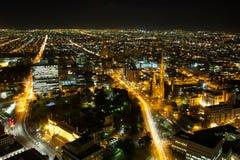 Horizonte de la ciudad de Melbourne en la noche Fotos de archivo libres de regalías