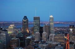 Horizonte de la ciudad de Montreal en la puesta del sol imagen de archivo libre de regalías