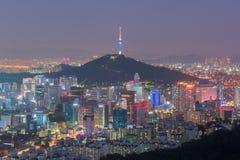 Horizonte de la ciudad de Seul, la mejor vista de la Corea del Sur en la noche Fotos de archivo