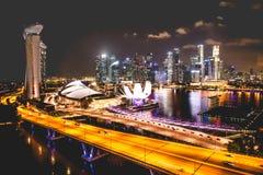Horizonte de la ciudad de Singapur en la noche y la opinión Marina Bay Top Views Foto de archivo libre de regalías