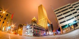 Horizonte de la ciudad de Tulsa en la noche Imágenes de archivo libres de regalías