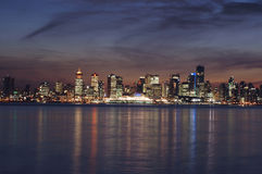 Horizonte de la ciudad de Vancouver en la oscuridad Fotografía de archivo libre de regalías