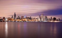 Horizonte de la ciudad del lago Michigan Chicago Illinois del cielo del color de la salida del sol imagen de archivo libre de regalías