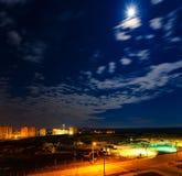 horizonte de la ciudad en la noche Imagen de archivo