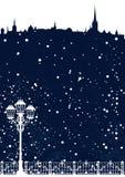 Horizonte de la ciudad de la estación del invierno con el fondo del vector de la nieve que cae stock de ilustración