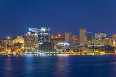 Horizonte de la ciudad de Halifax en la noche, Nova Scotia, Canadá Fotos de archivo