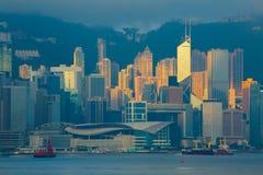 Horizonte de la ciudad de Hong Kong, China en la salida del sol imágenes de archivo libres de regalías