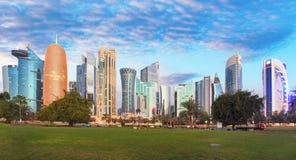 Horizonte de la ciudad de Qatar, Doha Imagenes de archivo
