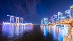 Horizonte de la ciudad de Singapur en la oscuridad foto de archivo libre de regalías
