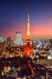 Horizonte de la ciudad de Tokio en la puesta del sol Imagen de archivo