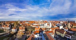 Horizonte de la ciudad vieja de Erfurt, Alemania imagen de archivo