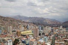 Horizonte de la ciudad y estadio de La Paz, Bolivia Imágenes de archivo libres de regalías