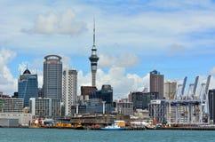 Horizonte de la costa de Auckland - Nueva Zelanda Imagen de archivo libre de regalías