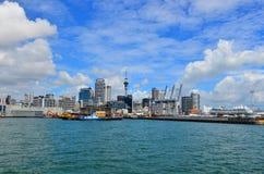 Horizonte de la costa de Auckland - Nueva Zelanda Foto de archivo libre de regalías