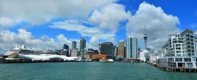 Horizonte de la costa de Auckland - Nueva Zelanda Fotos de archivo