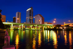 Horizonte de la Florida Tampa en la puesta del sol en los E.E.U.U. Fotografía de archivo