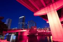 Horizonte de la Florida Tampa en la puesta del sol en los E.E.U.U. Foto de archivo libre de regalías