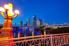 Horizonte de la Florida Tampa en la puesta del sol en los E.E.U.U. Foto de archivo