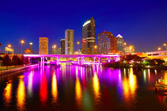 Horizonte de la Florida Tampa en la puesta del sol en los E.E.U.U. Imagen de archivo