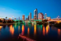 Horizonte de la Florida Tampa en la puesta del sol en los E.E.U.U. Imagen de archivo libre de regalías