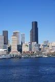 Horizonte de la línea de costa de Seattle, con el transbordador Fotos de archivo