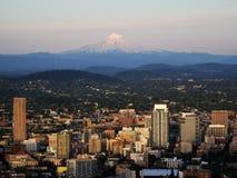 Horizonte de la montaña de Portland imagenes de archivo