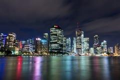 Horizonte de la noche de la ciudad de Brisbane Fotos de archivo libres de regalías