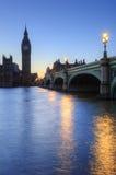 Horizonte de la noche de Londres del parlamento y de Ben grande Fotografía de archivo libre de regalías