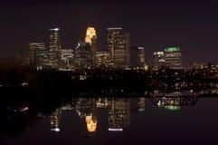 Horizonte de la noche de Minneapolis fotos de archivo libres de regalías