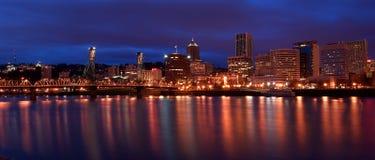 Horizonte de la noche de Portland Oregon Fotos de archivo