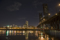 Horizonte de la noche de Portland Oregon Foto de archivo