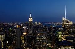 Horizonte de la noche en Nueva York Imágenes de archivo libres de regalías