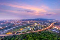 Horizonte de la nueva ciudad de Taipei Foto de archivo libre de regalías