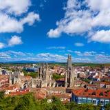 Horizonte de la opinión aérea de Burgos con la catedral en España Foto de archivo libre de regalías