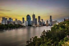 Horizonte de la puesta del sol de la ciudad de Brisbane y del río de Brisbane de Kangaro foto de archivo libre de regalías