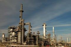 Horizonte de la refinería de petróleo imagenes de archivo