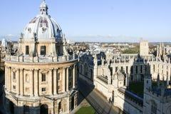 Horizonte de la Universidad de Oxford del edificio de biblioteca de Bodleian Imagen de archivo
