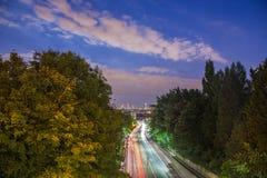 Horizonte de Londres central después de la puesta del sol del puente de Holloway, Reino Unido Fotos de archivo