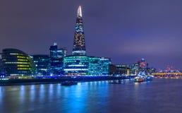 Horizonte de Londres en el crepúsculo con el casco Fotos de archivo libres de regalías