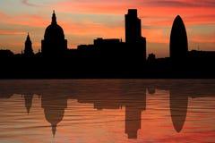Horizonte de Londres en la puesta del sol Imagen de archivo