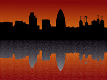 Horizonte de Londres en la puesta del sol Foto de archivo libre de regalías