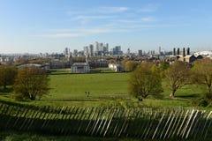 Horizonte de Londres, parque de Greenwich y opinión marítima del museo de la colina de Greenwich Fotografía de archivo libre de regalías