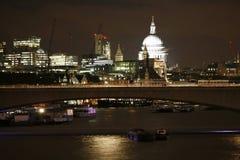 Horizonte de Londres, puente de Waterloo Imágenes de archivo libres de regalías