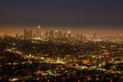 Horizonte de Los Ángeles en la noche Foto de archivo