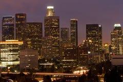 Horizonte de Los Ángeles en la oscuridad imagen de archivo
