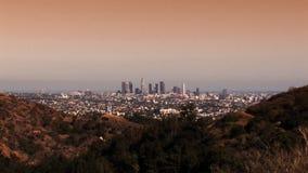 Horizonte de Los Ángeles en la puesta del sol (enfoque HD) almacen de video
