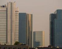 Horizonte de los edificios del negocio en Francfort, Alemania imagen de archivo