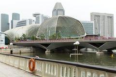 Horizonte de los edificios en el distrito financiero Marina Bay Imágenes de archivo libres de regalías