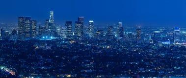 Horizonte de Los Ángeles en la noche Foto de archivo libre de regalías